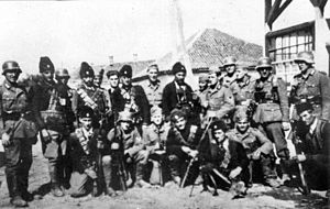 300px-Chetniks_pose_with_German_soldiers