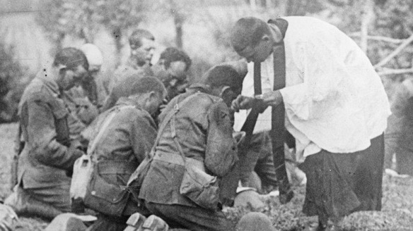 italian-priest-communion-english-soldiers