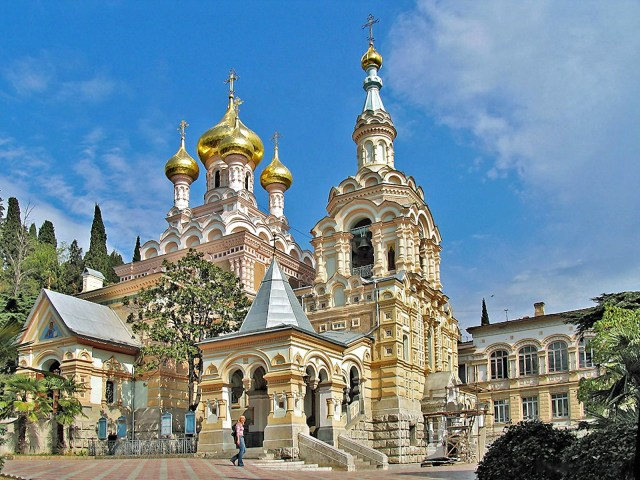 00-yalta-crimea-russia-cathedral-of-st-aleksandr-nevsky-16-05-15